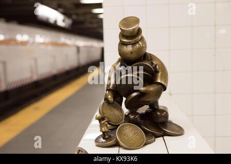 'U-Bahn' ist eine permanente öffentliche Kunstwerk geschaffen von Bildhauer Otterness für die 14. Straße - Eighth - Stockfoto