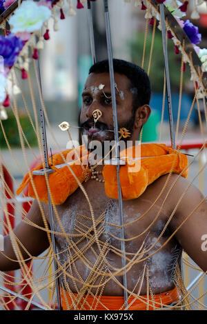Serangoon, Singapur - 30 Januar, 2010: Hindu devotee eine Thaipusam kavadi in die hinduistische Fest, Singapur - Stockfoto