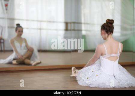 Hübsches Mädchen Ballett Tänzerin üben - Stockfoto