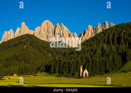 Kirche St. Johann in Ranui, San Giovanni, St. John's Chapel, Geislergruppe, Villnöstal, Dolomiten, Südtirol, Italien - Stockfoto