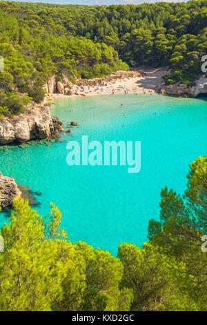 Blick auf Cala Mitjana, Menorca, Balearen, Spanien - Stockfoto