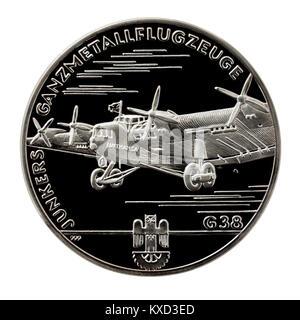 99,9% Beweis Silber Medaillon mit der Junkers G 38 Transportflugzeug auf der einen Seite und Hugo Junkers, dem berühmten - Stockfoto