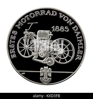 99,9% Beweis Silber Medaillon mit dem 1885 Daimler Reitwagen 'Erdöl', der ersten Verbrennungsmotoren Motorrad. - Stockfoto