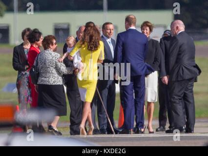 Ihre Königlichen Hoheiten, die großherzöge von Cambridge in Sydney (Kingsford Smith) Airport für Ihren offiziellen - Stockfoto