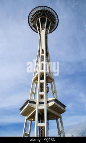Seattle, Vereinigte Staaten - 31. März 2014: Space Needle, ein Aussichtsturm und ein Wahrzeichen von Seattle. - Stockfoto