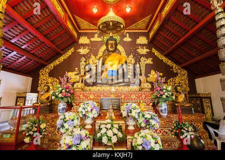 CHIANG RAI, THAILAND - November 05, 2014: Wat Phra Kaew Tempel Interieur. - Stockfoto