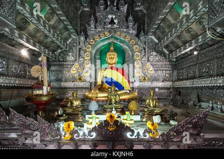 CHIANG MAI, THAILAND - 07 NOVEMBER 2014: Wat Sri Suphan Tempel Interieur. - Stockfoto
