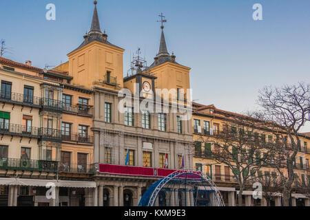Alte Gebäude auf dem Hauptplatz der historischen Zentrum von Segovia, darunter das Rathaus der Stadt steht. Spanien - Stockfoto