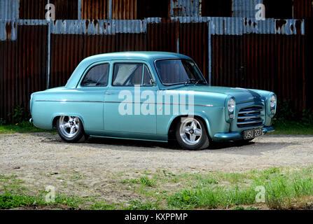 Ford 100 e Pop oder Populär, 1960s Classic Car auf Basis Hotrod - Stockfoto