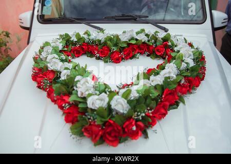 Blumenschmuck Fur Hochzeitsauto Stockfoto Bild 56012280 Alamy