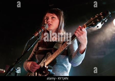 Die American Folk und Indie-rock Singer, Songwriter und Musiker Engel Olsen führt ein Live Konzert von John Dee - Stockfoto
