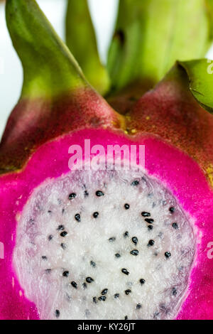 In Scheiben geschnitten Drachenfrucht Nahaufnahme/Makro geschossen - Stockfoto