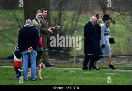 Sandringham, Norfolk, Großbritannien. 14 Jan, 2018. Der Graf von Snowdon (dunkles Fell), und Frau Serena (dunkles - Stockfoto