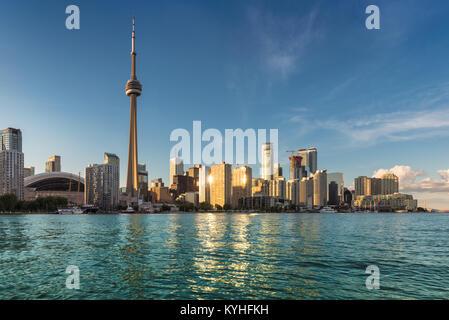 Toronto City Skyline im Sonnenuntergang, Ontario, Kanada. - Stockfoto