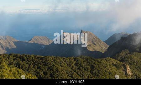 Atemberaubenden Ausblick vom Pico del Ingles Sicht über Anaga Gebirge, an der Küste und von der Hauptstadt Santa - Stockfoto