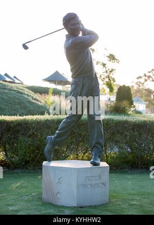 Statue von Golfspieler Peter Thomson am Victoria Golf Club, Cheltenham, Victoria, Australien - Stockfoto