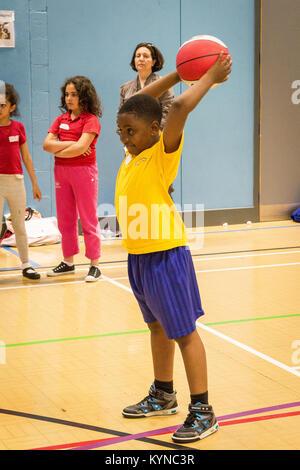Sport Festival, Tottenham inspiriert. Mehr als 400 Schüler aus neun Grundschulen nahmen an den Spielen bei Tottenham - Stockfoto
