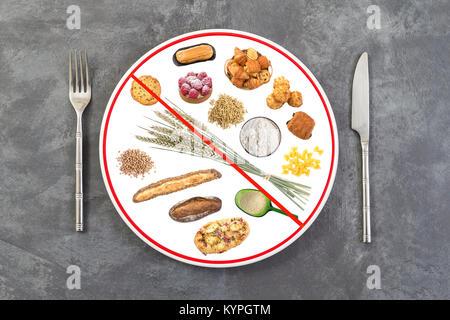 Zubereitete speisen Platte für Leute, die allergisch auf grauem Schiefer Hintergrund Gluten, rote Linie durch die - Stockfoto