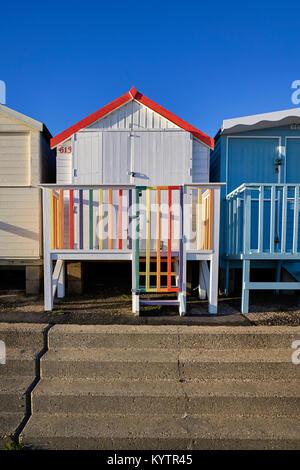Bunte Beach Hut in Frinton-on-Sea, Essex - Stockfoto