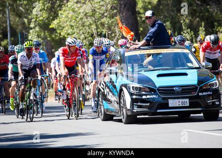 Adelaide, Australien. 17. Januar, 2017. Race Director Mike Turtur über der Stufe 2 von der Tour Down Under Radrennen - Stockfoto