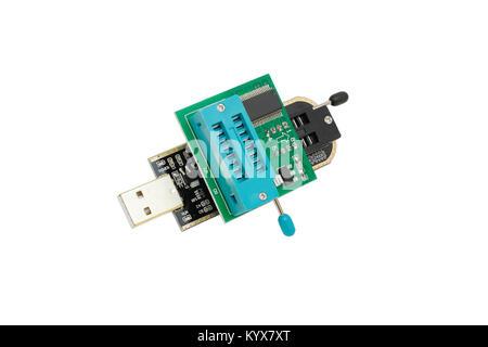 Computer USB-Mini-Programmierer. Close-up. Auf weissem Hintergrund. - Stockfoto