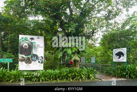 Eingang des Bornesischen Sun Bear Conservation Centre, Sepilok, Borneo, Sabah, Malaysia - Stockfoto