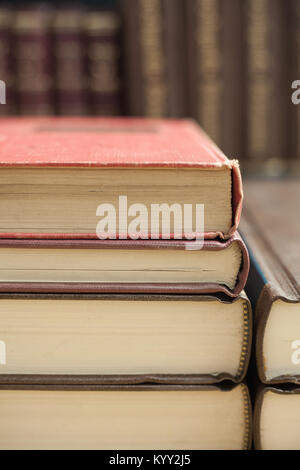 Extreme close-up von Stapel alte Bücher - Stockfoto
