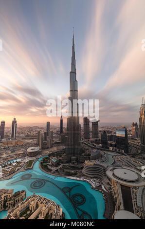 Burj Khalifa bei Sonnenuntergang - Stockfoto