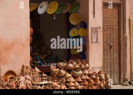 antiquit tengesch ft marrakesch marokko medina souk markt stockfoto bild 62164777 alamy. Black Bedroom Furniture Sets. Home Design Ideas