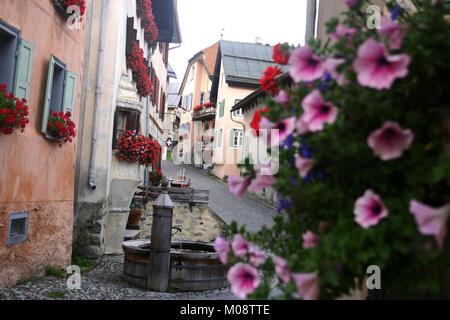 Brunnen auf den Straßen von Guarda, Schweiz - Stockfoto