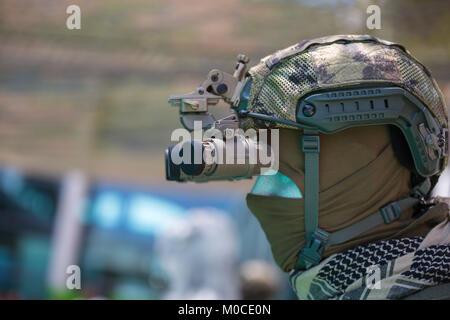 Armee nachtsichtgeräte nahaufnahme u stockfoto artyustudio