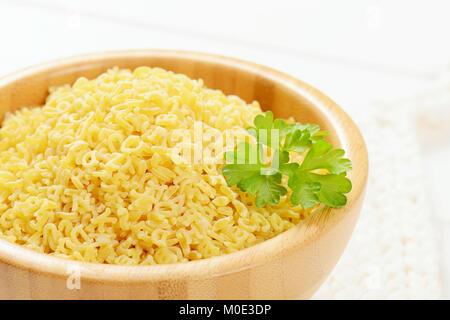 Schüssel ungekochten Alphabet Pasta - Nahaufnahme - Stockfoto