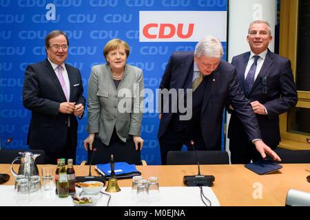 Berlin, Deutschland. 21 Jan, 2018. Ministerpraesident von Nordrhein-Westfalen Armin Laschet (L-R), Bundeskanzlerin - Stockfoto