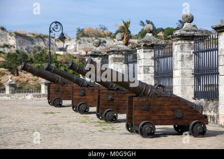 Kanonen auf der Burg von der Königlichen Kraft in Havanna, Kuba - Stockfoto