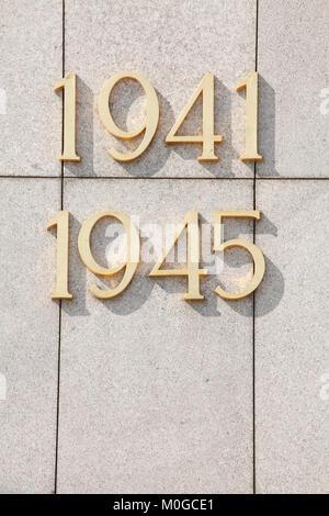 Text, Datum 1941-1945, sowjetische Denkmal, Berlin, Deutschland, Europa ich Sowjetisches Ehrenmal, Straße des 17. - Stockfoto