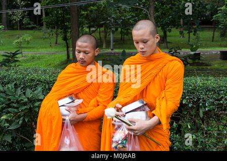 Asien, Thailand, Chiang Mai, buddhistische Mönche - Stockfoto