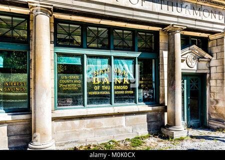 Thurmond, USA - 19. Oktober 2017: Verlassene geschlossen Retro Vintage Gebäude mit nationalen Bank unterzeichnen - Stockfoto