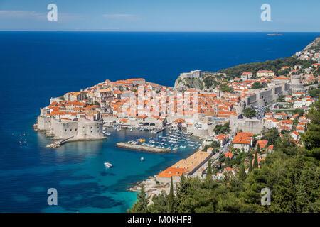 Panoramablick auf die Altstadt von Dubrovnik, eines der bekanntesten touristischen Destinationen im Mittelmeer, - Stockfoto