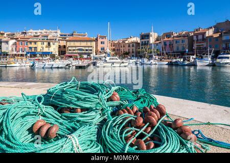 Frankreich, Bouches-du-Rhone, Cassis, den Hafen der Stadt, Kai von Moulins, Seile und Netze - Stockfoto