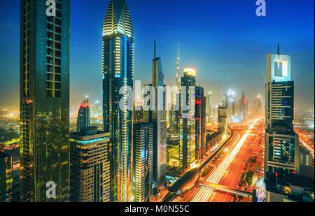 Erstaunlich Dubai Downtown Wolkenkratzer und der Sheikh Zayed Road, Vereinigte Arabische Emirate - Stockfoto