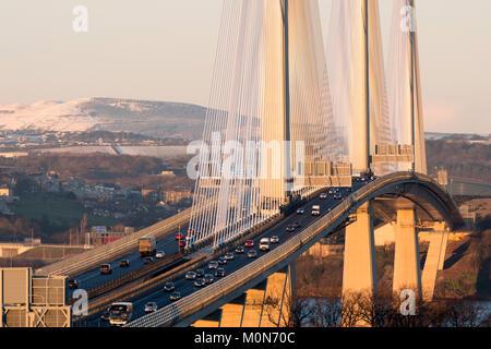 Ansicht der neuen Queensferry Kreuzung Brücke überspannt den Fluss Forth in South Queensferry, Schottland, Vereinigtes - Stockfoto