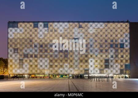 Frankreich, Paris, Institut du Monde Arabe (IMA), die von den Architekten Jean Nouvel und Architecture-Studio, weiße - Stockfoto