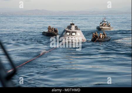 Marine Taucher aus die Beseitigung von Explosivstoffen Mobile Unit 3 ...