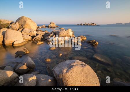 Frankreich, Korsika, Porto Vecchio, Palombaggia, Granitfelsen der Strand von Tamaricciu - Stockfoto