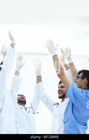 Op-Team ihre Hand heben - Stockfoto