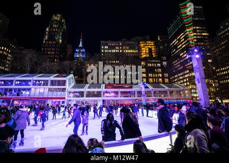 Eislaufplätze im Bryant Park in New York City - Stockfoto
