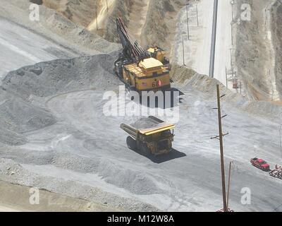 Schwere Fahrzeuge am Bingham Kupfermine außerhalb von Salt Lake City, Utah - Stockfoto