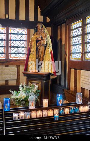 Frankreich, Calvados, Pays d'Auge, Honfleur, Interieur der St. Catherine Kirche, Statue Unserer Lieben Frau von Grace
