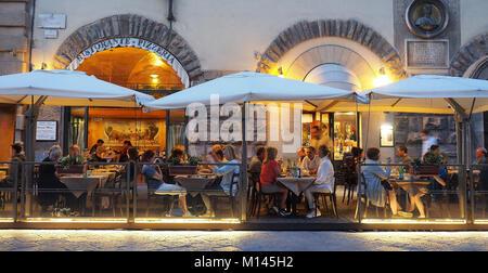 Europa, Italien, Toskana, Florenz, Restaurant, Speisesaal, Bar in der Altstadt - Stockfoto