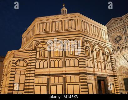 Europa, Italien, Toskana, Florenz, Baptisterium San Giovanni, in der Piazza del Duomo - Stockfoto